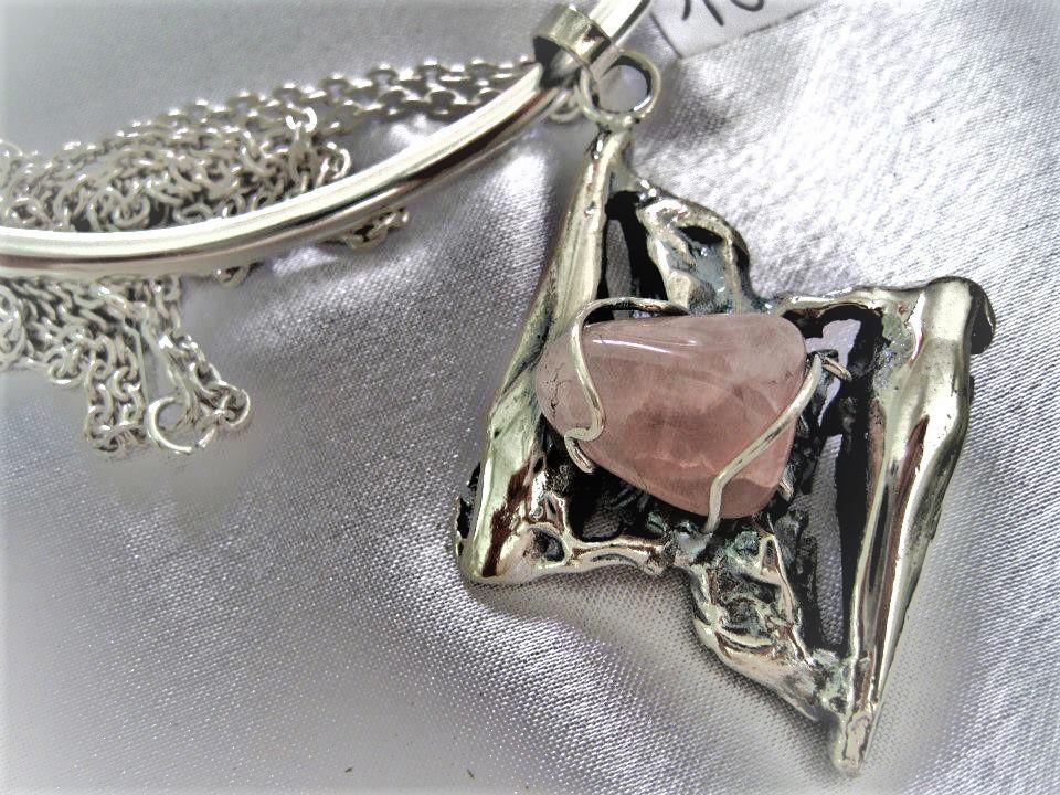 """Pendentif sautoir et quartz rose:""""Imaginaire"""""""