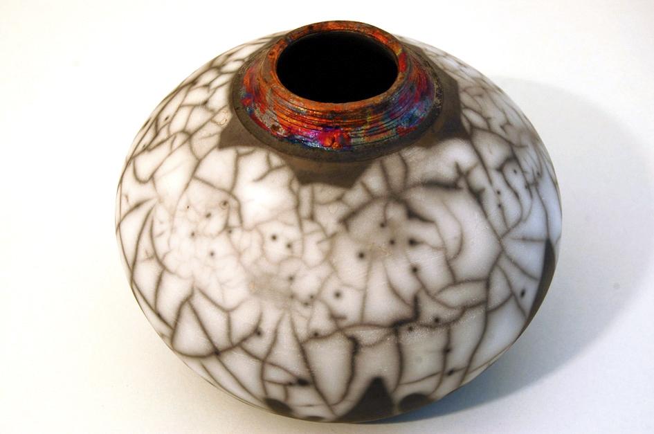 Vase rond en raku nu, col cuivré