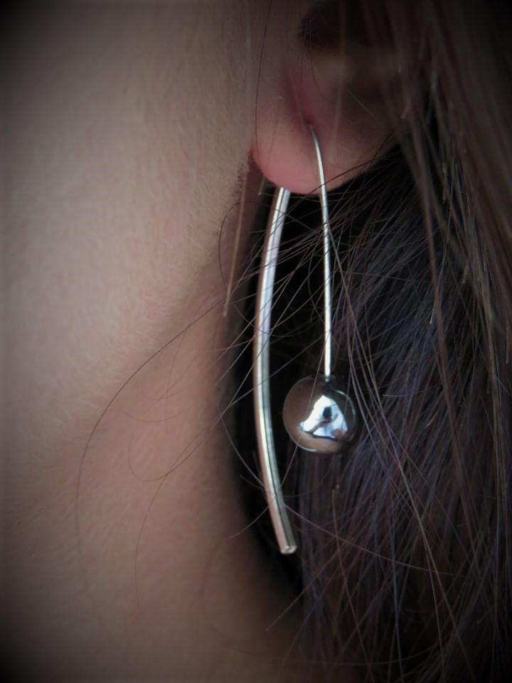 Boucles d'oreilles argent et hématite au fermoir magique qui fait leur charme.